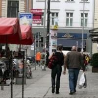 Goldnetz Models laufen auf dem Nettelbeckplatz