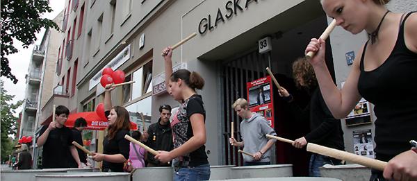 Mächtig Lärm machte die Partei DIE LINKE am Samstag Nachmittag kurz vor Beginn ihrer Wahlkampfveranstaltung im Glaskasten. Kandidat Peter Bohl im Interview.