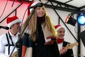 """weihnachtsmarkt auf dem leopoldplatz mit """"Know No Bounds"""""""