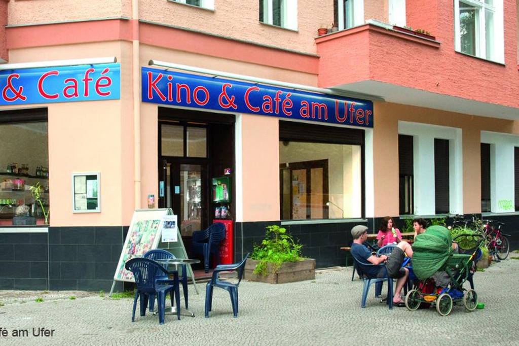 Kino und Cafe am Ufer titel