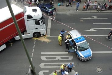 lastwagen erfasst radfahrerin kochstraße titel