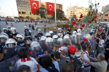 türkei 22jun istanbul ankara proteste  (12) türkei Taksim protest gegen Polizeibrutaliät Gedenken an die Opfer