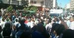 Die trauernden Angehörigen von von Ahmet Atakan bei der Beerdingung in Antakya