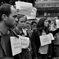 Die Zeit bleibt einen Augenblick stehen - Protest um den Tod von Ahmet Atakan in Berlin