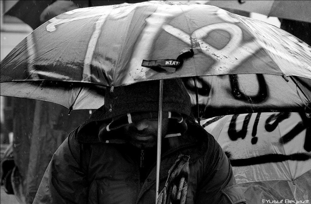 Hungerstreik refugees Berlin Brandenburger Tor 2013 yusuf