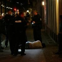 Schwer verletzt bei Schlägerei - Mann am U-Bahnhof Pankstraße überfahren