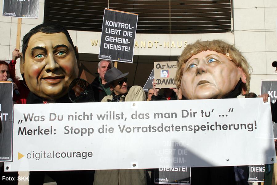 NSA Protest vor dem willy brandt haus berlin1