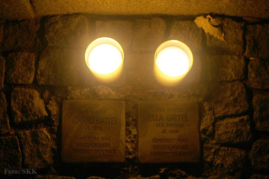 stolperstein Prineznallee 58 9 November Gedenktag kerzen