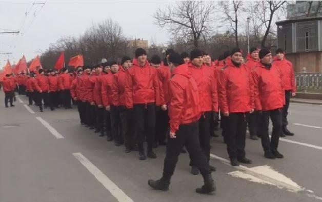 Kommunisten in Moskau demonstrierten gegen Faschismus und für Frieden in der Ukraine