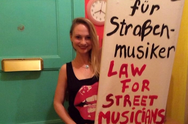 Olga Kholodnaia protestiert1