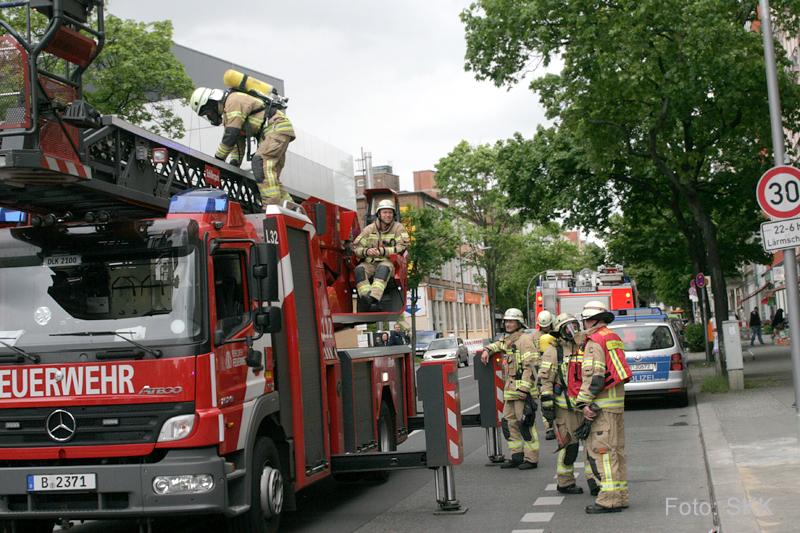 brennender balkonkasten drontheimer straße wedding berlin (7)
