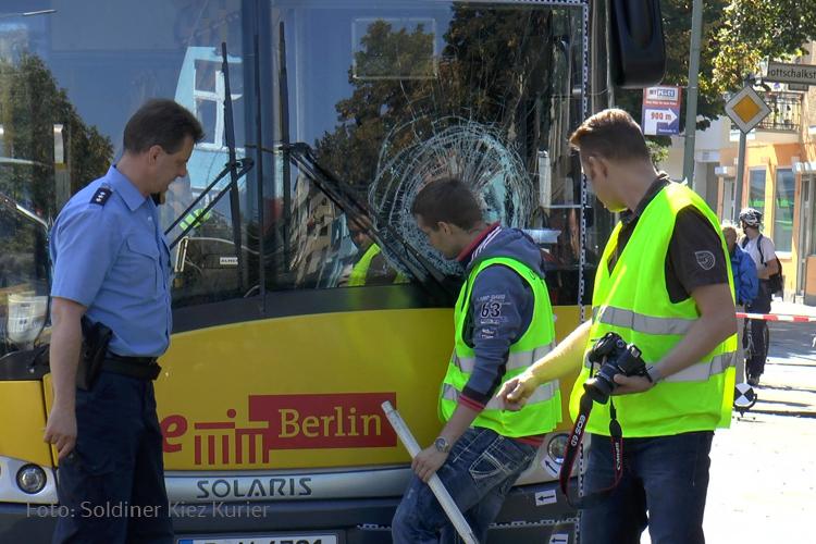 Nachstellung Unfallhergang Wollankstraße BVG Bus erfasst frau