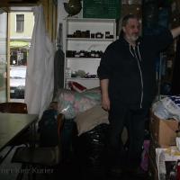 Obdachlosenhilfe e.V. Berlin bringt Spende in die Flüchtlingsnotunterkunft Panstraße