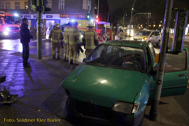26jan14 Unfall Kreuzung Osloer Straße ecke Prinzenallee (4)