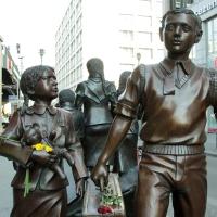 Züge in das Leben - Züge in den Tod - Skulptur in Berlin erinnert an die Kindertransporte
