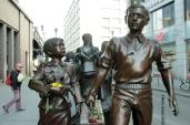 foto züge in das leben züge in den tod berlin friedrichstrasse (1)