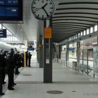 Mönchengladbach-Fans treffen zum Spiel gegen die Hertha am Bahnhof Gesundbrunnen in Berlin ein