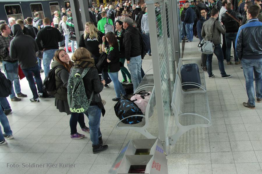 möchengaldbach fans kommen gesundbrunnen berlin an  (7)