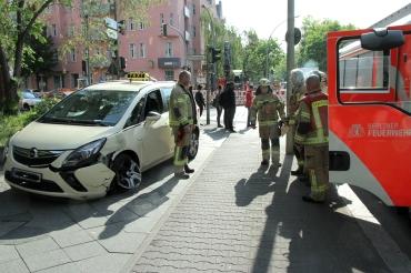 Tramunfall mit Taxi Prinzenallee Ecke Osloer Straße (2)