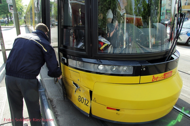 Tramunfall mit Taxi Prinzenallee Ecke Osloer Straße (4)