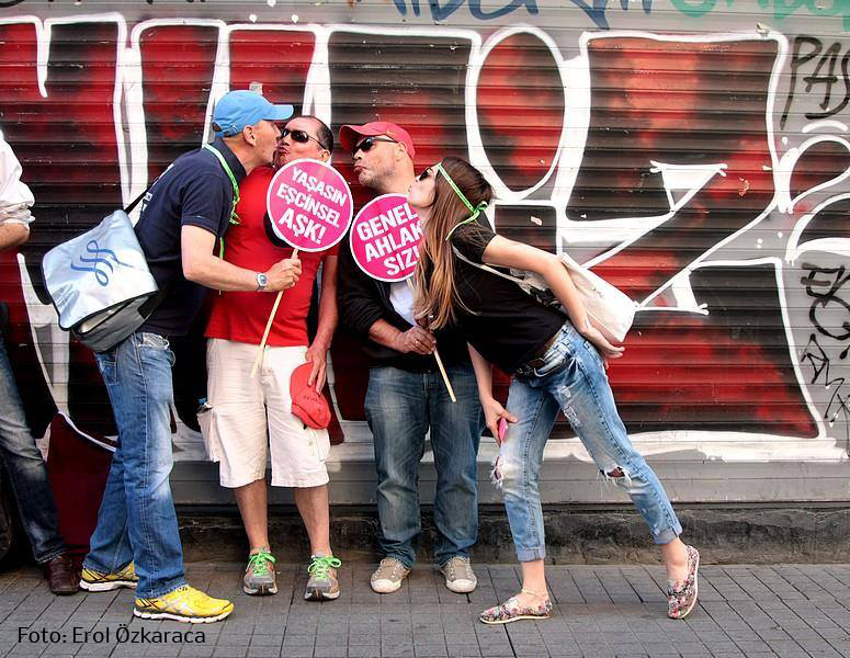 Erol Özkaraca bei türkischem Istanbul Pride