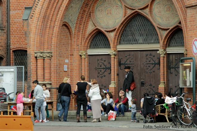 Lena Reich Aktion an der Stefanus Kirche (4)