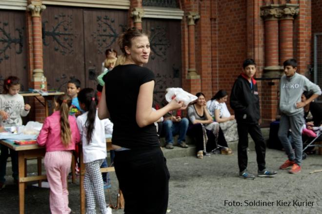 Lena Reich Essen an der Stefanus Kirche2