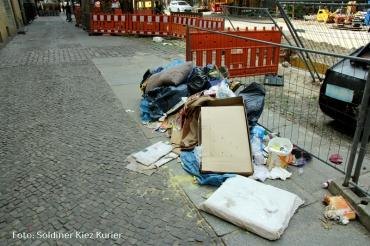 Müllberge in der soldiner Straße (2)