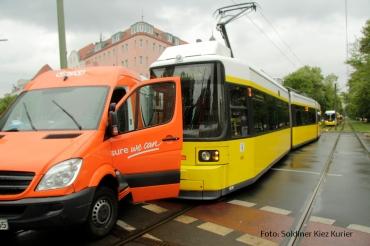 Tramunfall kleintransporter osloer ecke Prinzenallee (4)