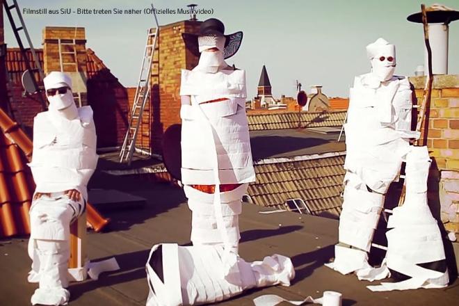 Filmstill aus SiU  Bitte treten Sie näher Offizielles Musikvideo (1)