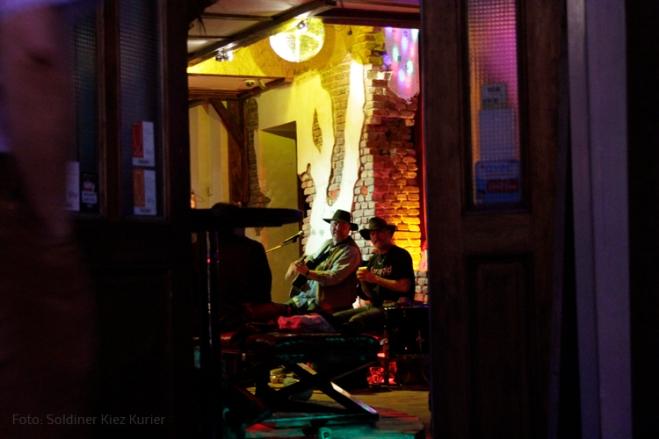 Wellebury golden lounge (1)