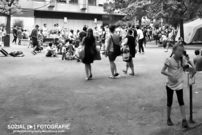 Flüchtlingsaufkommen vor LaGeSo Berlin Foto moabit hilft sozialfotografie titel