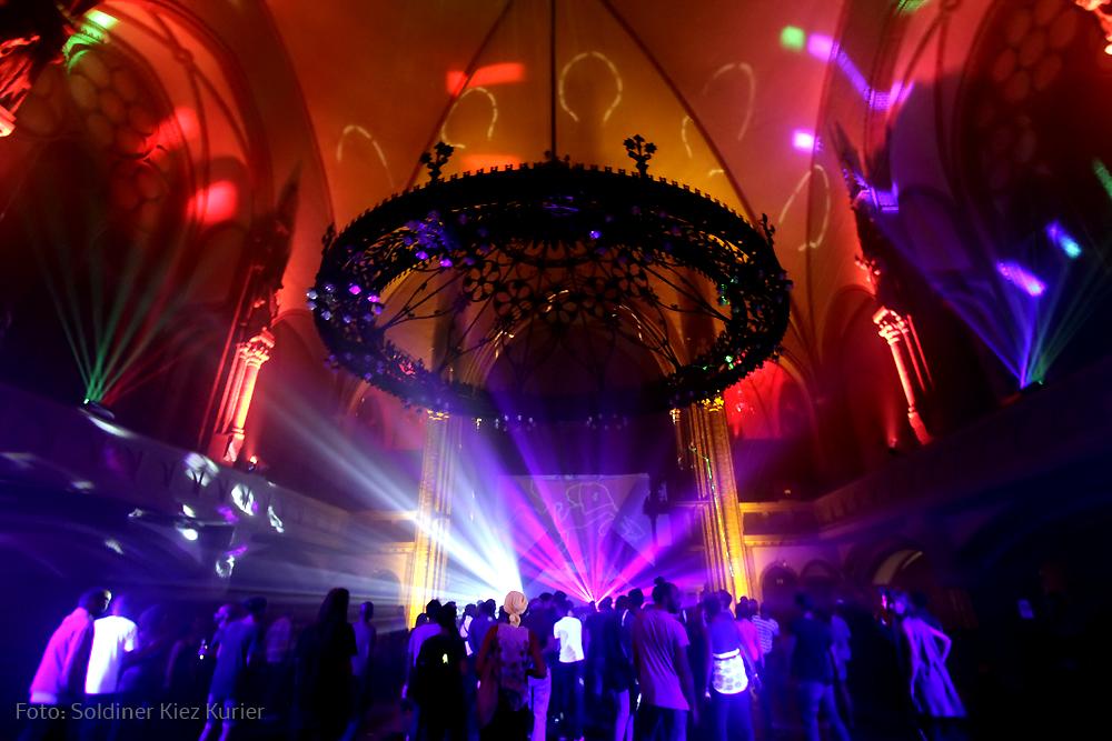 Religion of bass Stephanuskirche berlin golden lounge (16)