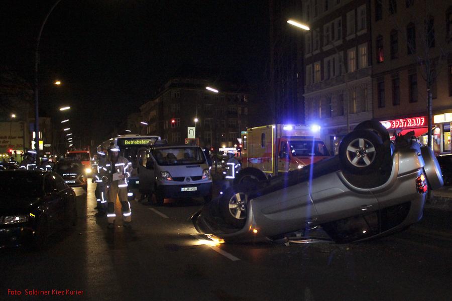 Überschlag Unfall in der Prinzenallee (1)