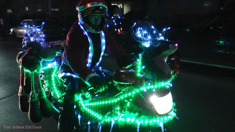 Christmas Bike Tour 2015 Santa claus on road (13)
