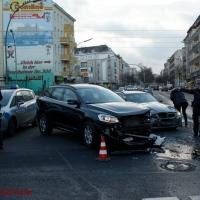 Unfall Kreuzung Prinzenallee- Luxus-Volvo rammt BMW