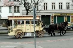 Alt Berliner Pferdeomnibus im soldiner Kiez (1)