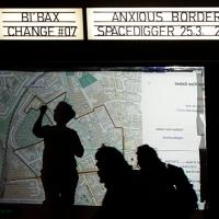 """Bi'bax change #07 mit """"Anxious Borders"""" im Soldiner Kiez Berlin"""