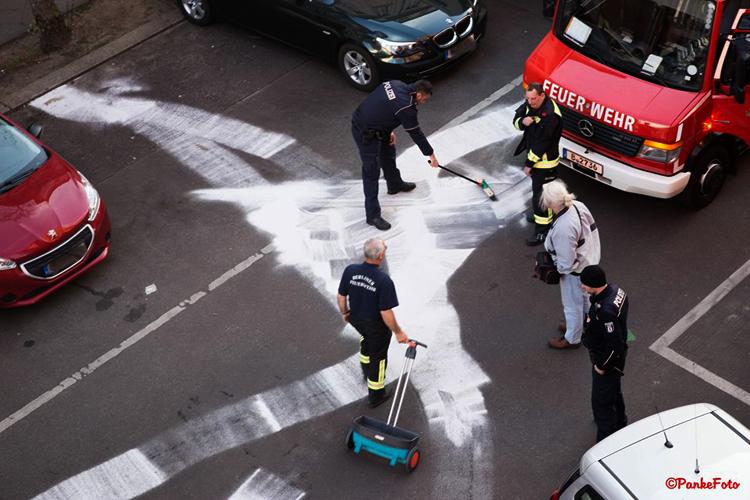 Ölspur in der Gotenburger Straße Soldiner Kiez foto Pankefoto 2