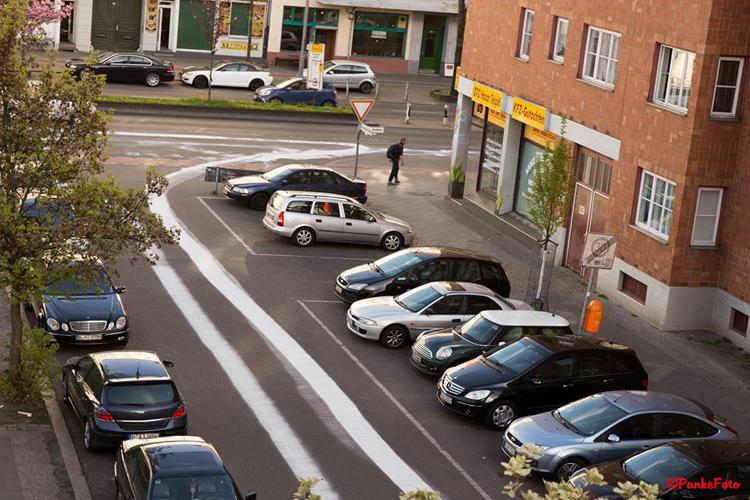 Ölspur in der Gotenburger Straße Soldiner Kiez foto Pankefoto