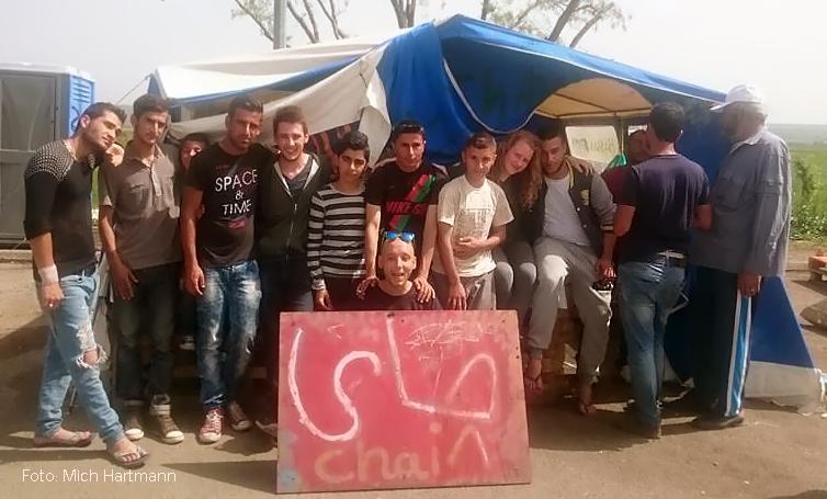 Michi Hartmann bei Flüchtlings Hilfsstation in Tsamakia auf Lesbos.jpg