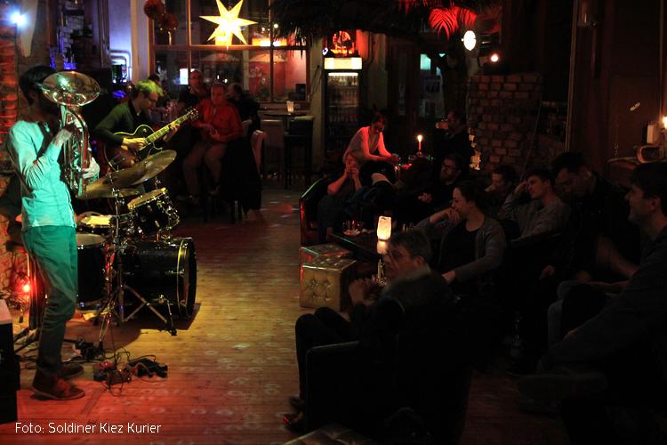 Oléum Camino in concert Golden Lounge Wedding.jpg