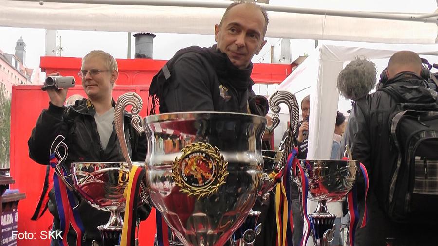 Berliner Meisterschaft 2016 im Schärfewettessen bei Curry Chili.jpg