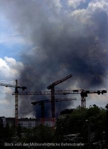giftige Rauchgase über Berlin Brand Asia Markt