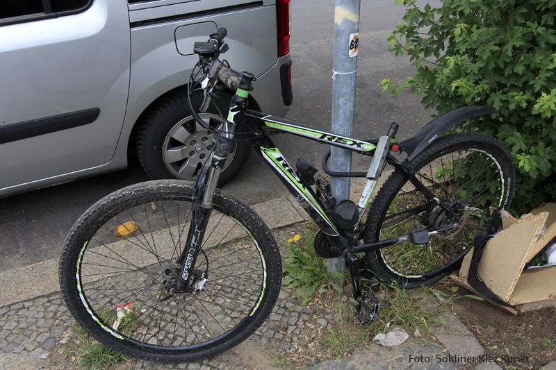 stehen gelassenes Fahrrad Gotenburger Straße