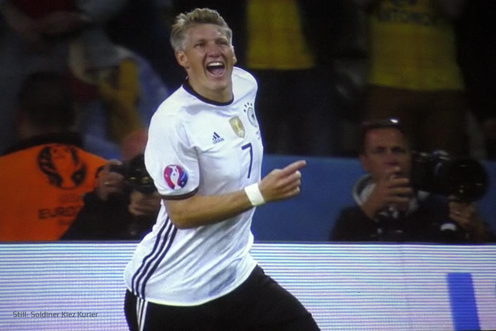 2 Torerfolg Sebastian Schweinsteiger.jpg