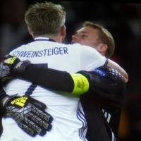 """EM 2016 -""""Schweini"""" schwelgt - Fans feiern in der Soldiner Straße"""
