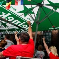So feiern polnische Fußballfans im PaKa-Club den Sieg gegen die Schweiz
