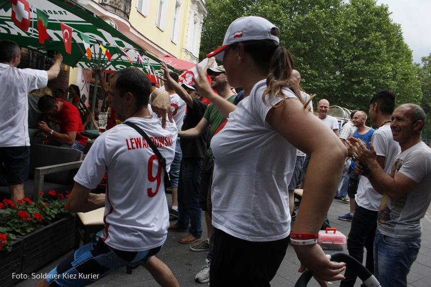 fußball Polen gegen Schweiz im PaKa Club (7)