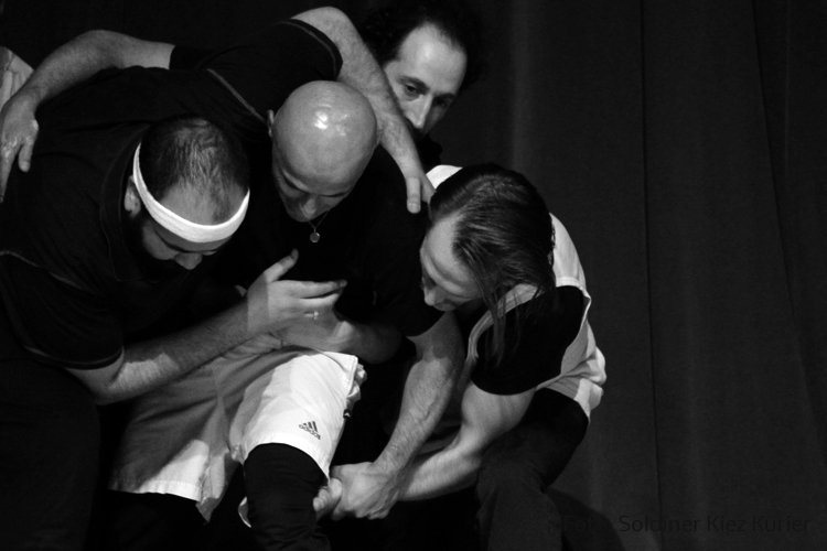 NEU HIER im Theater 28 (3).jpg